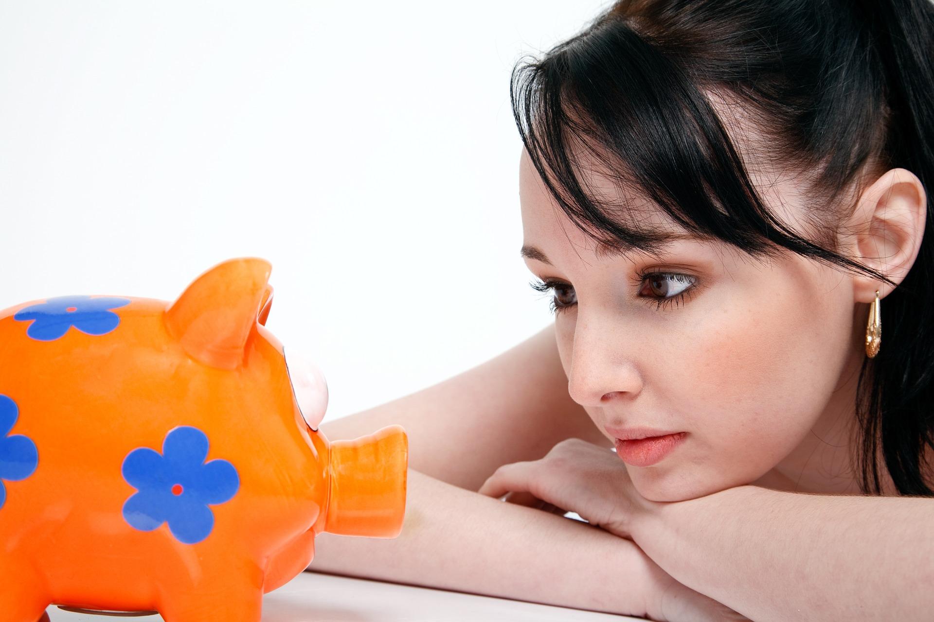 20代女性の平均年収は334万円・平均月収は24万円