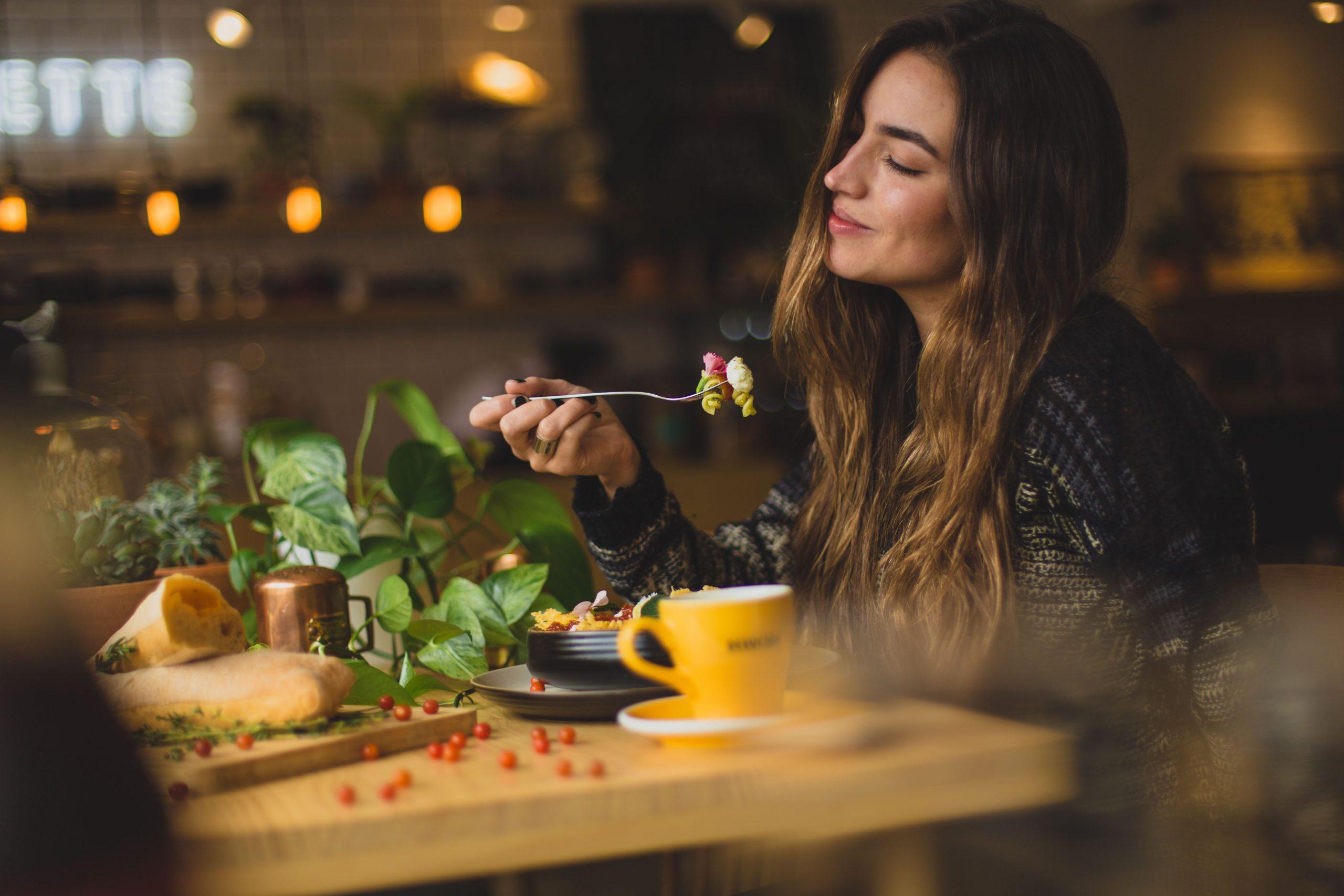 職場のランチを1人で食べる3つの方法【仕事を頑張れば問題ない】