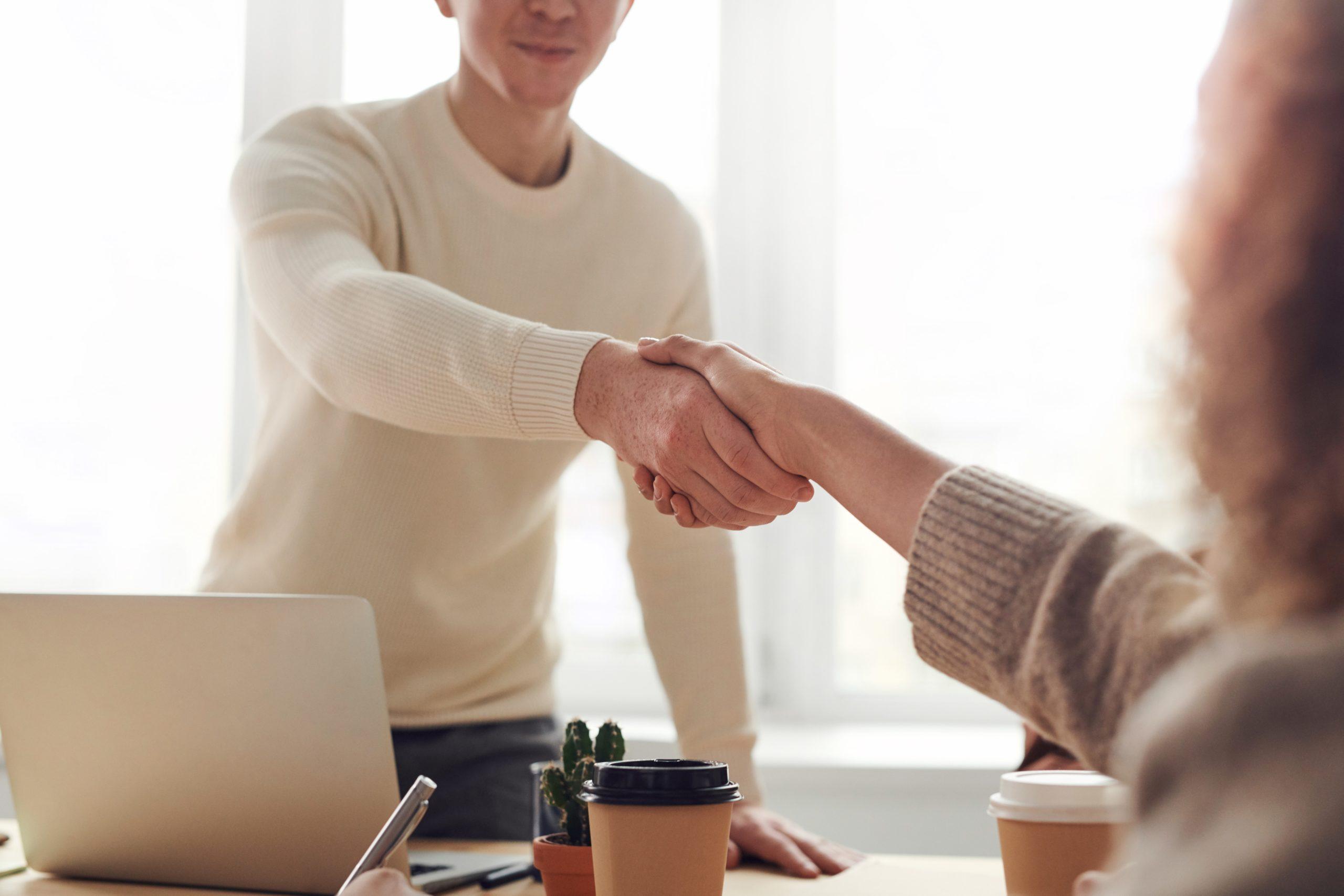 転職で出会いの多い職場7選【人との関わりが多い仕事が良い】