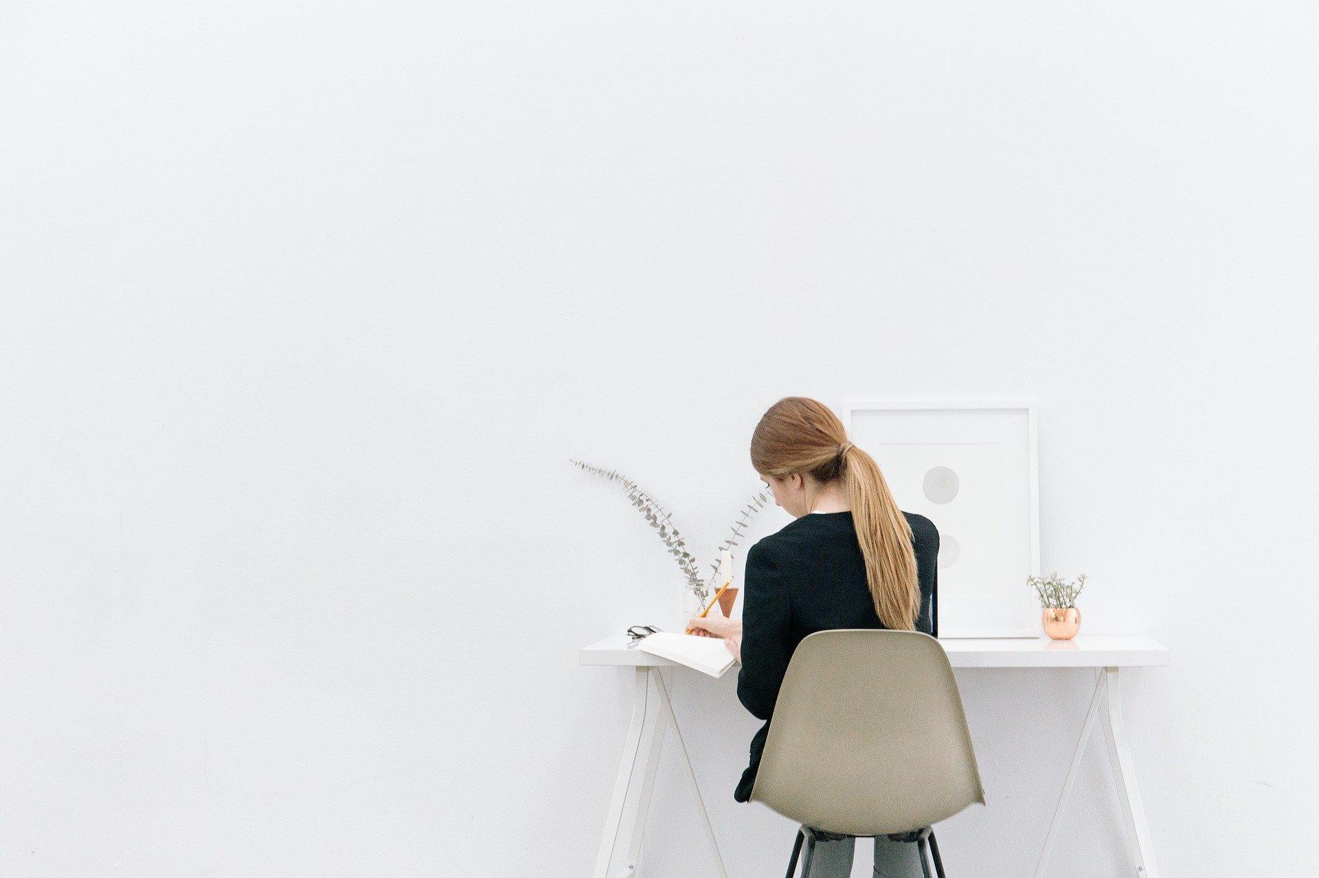 職場で孤立したときの対処法【真面目に仕事に取り組めばOK】
