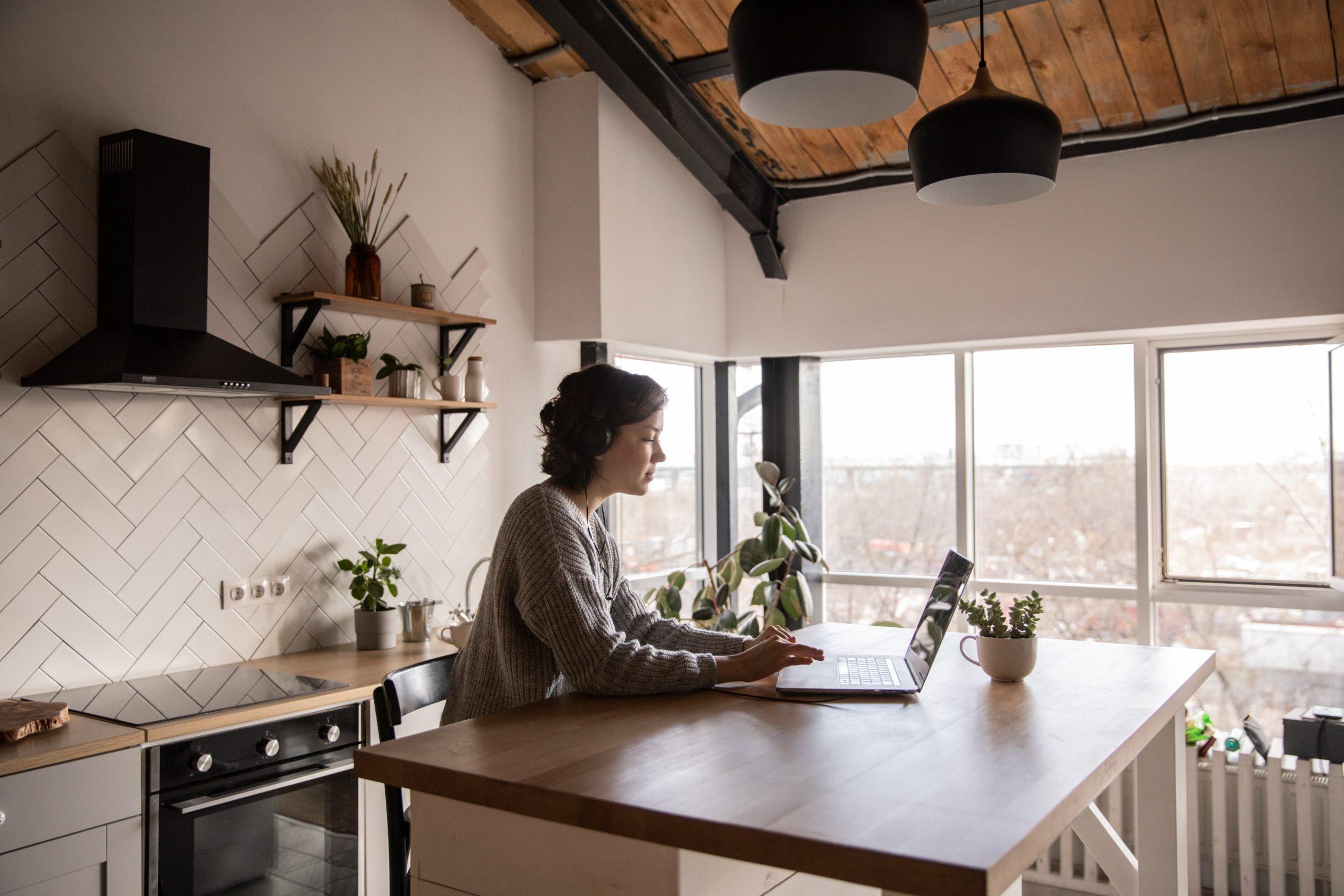 女性が結婚を機に転職する場合の仕事の選び方【5つのチェックポイント】