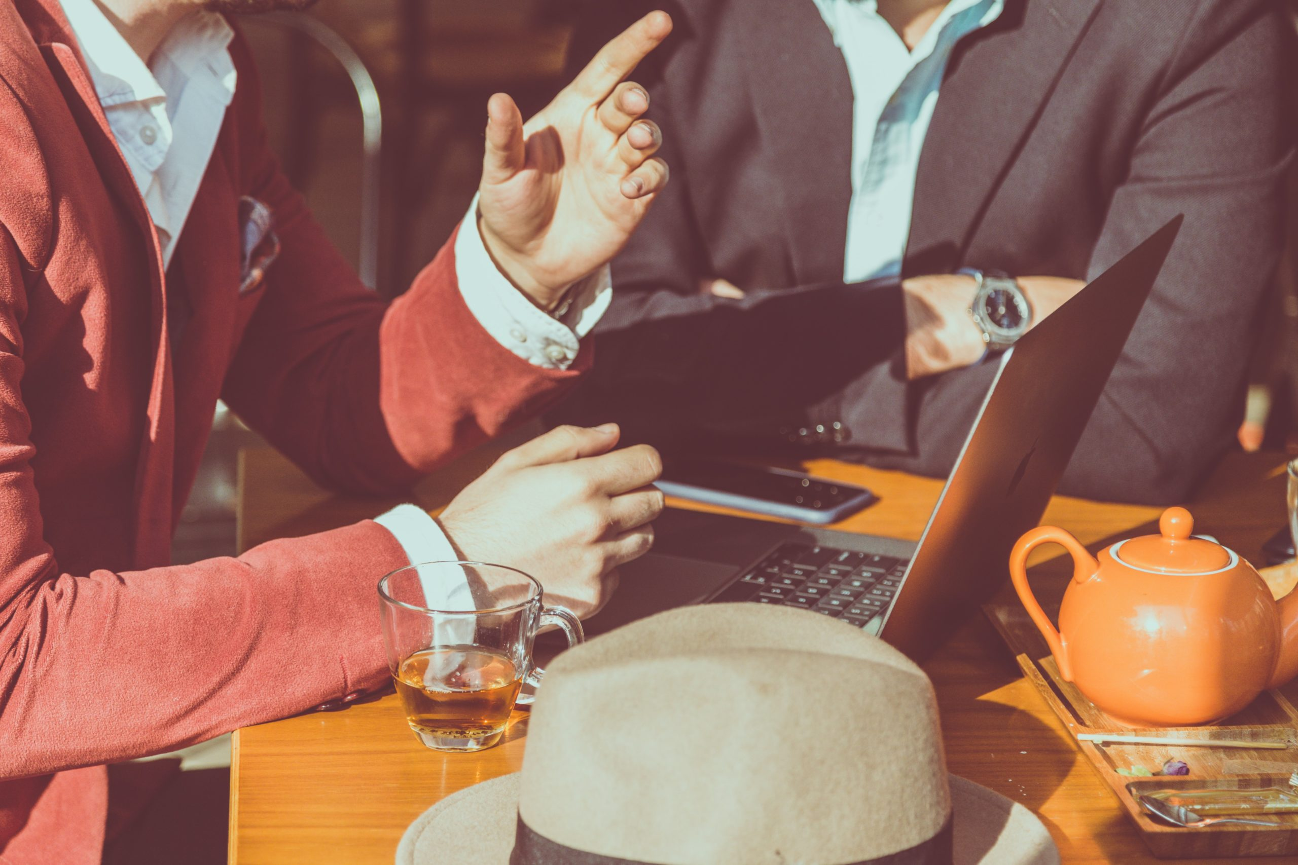 上司が尊敬できない時の5つの対処法【最低限の関わりだけ持っておけばOK】