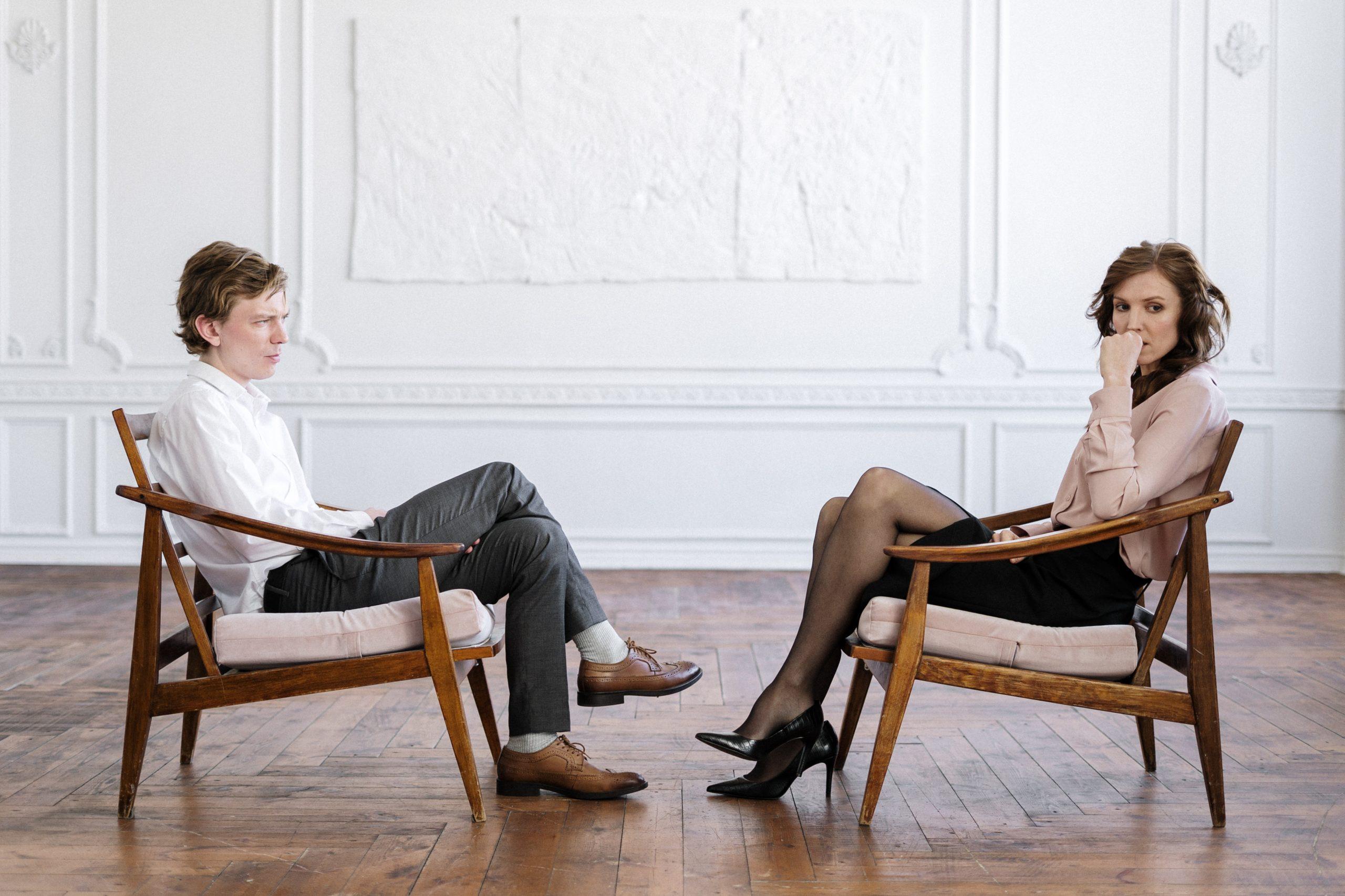 職場恋愛で別れた後の5つの対処法【あからさまに態度は変えない】