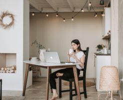 フリーター女性の人生設計【在宅で稼げる手に職をつけたら将来は安泰】