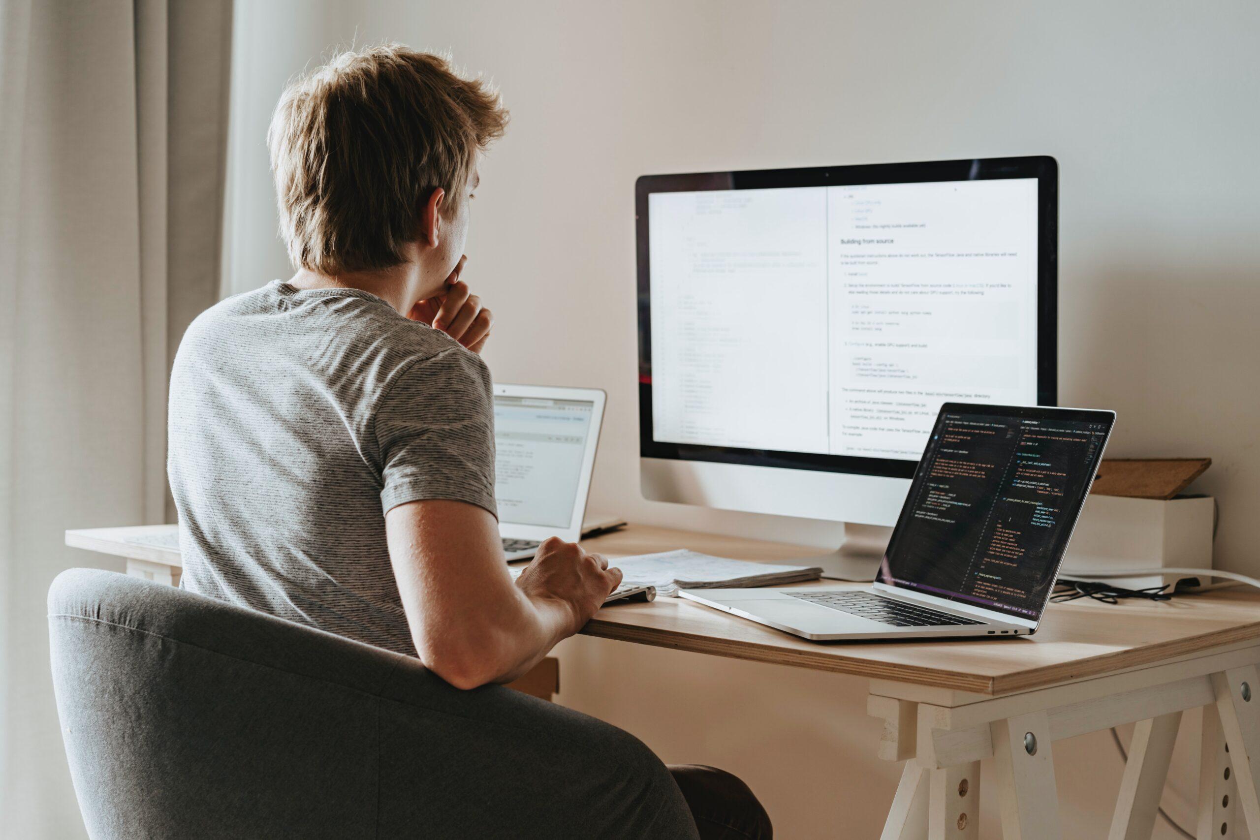 インフラエンジニアとプログラマーの違い 【どっちに転職するか判断】